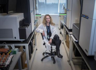 Picture of a faculty member Lisa Strug in a lab