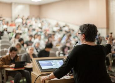 Speaker in Seminar